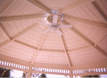 This 18′ Malibu ceiling provides a commanding view.